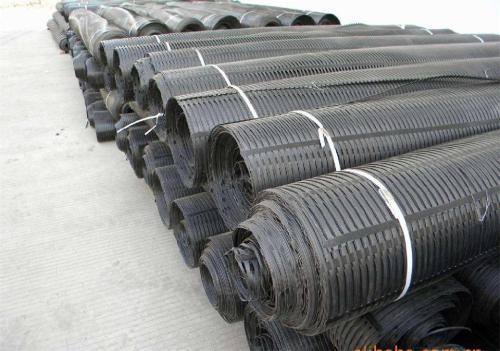 塑料土工格栅厂家分享:生产材料注意事项